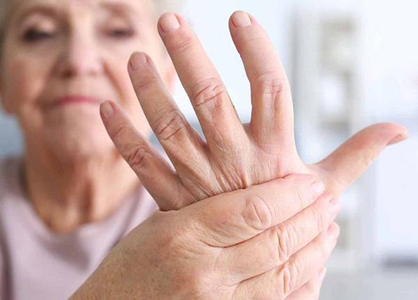 Phong tê thấp thường do nhiều nguyên nhân gây nên