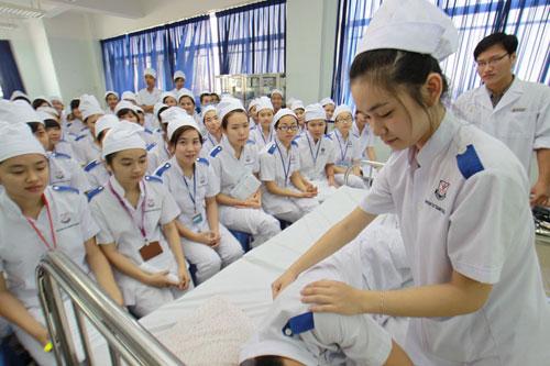Điều kiện để đăng ký học Văn bằng 2 Cao đẳng Điều dưỡng là gì?