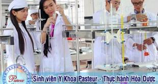 sinh-vien-pasteur-thuc-hanh-hoa-duoc