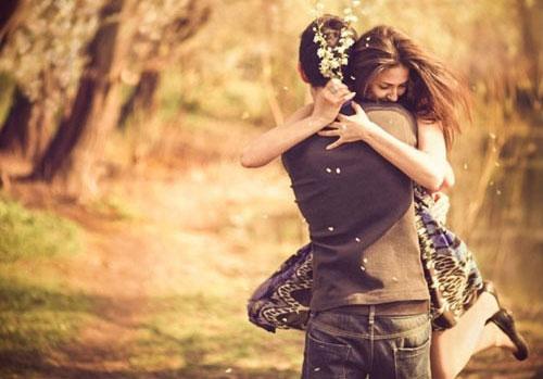 Chỉ cần đứng trước mặt trao nhau một cái ôm cũng đủ ấm lòng