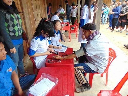 Sinh viên ngành Điều dưỡng nên tích cực tham gia hoạt động thiện nguyện