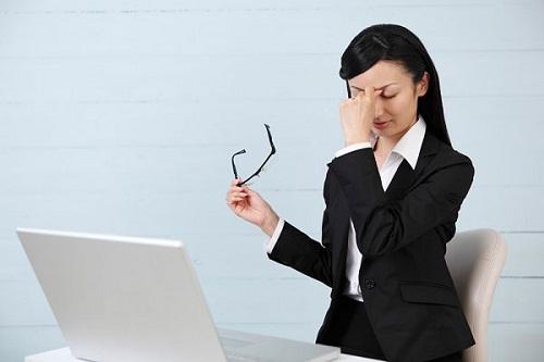 Lý giải vì sao dân văn phòng thường xuyên bị nám da?